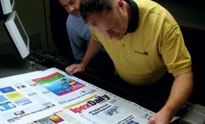 Екип от изложители издава вестника IpexDaily