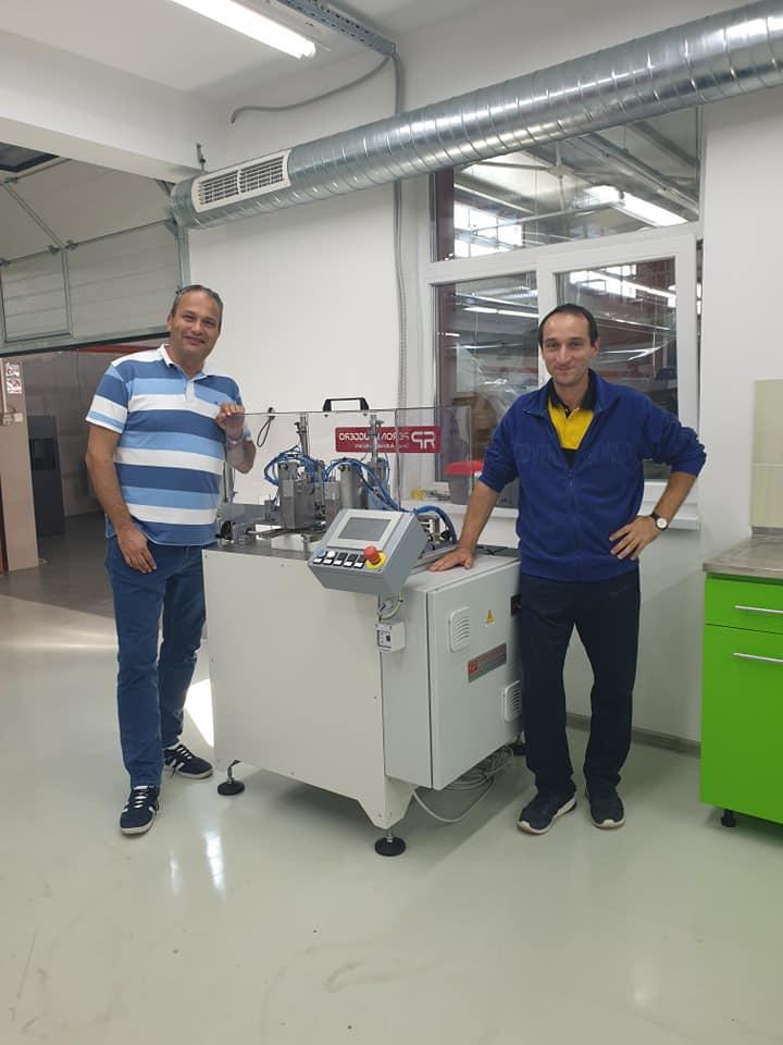 машина за поставяне на ластици на тефтери