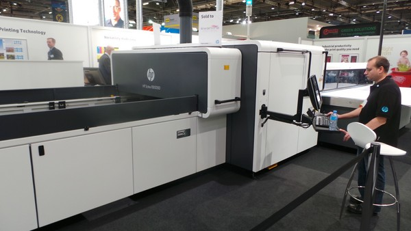 HP Scitex FB10000 Industrial Press печата с 625 м2/ч