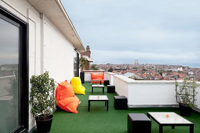 тераса с изглед към града