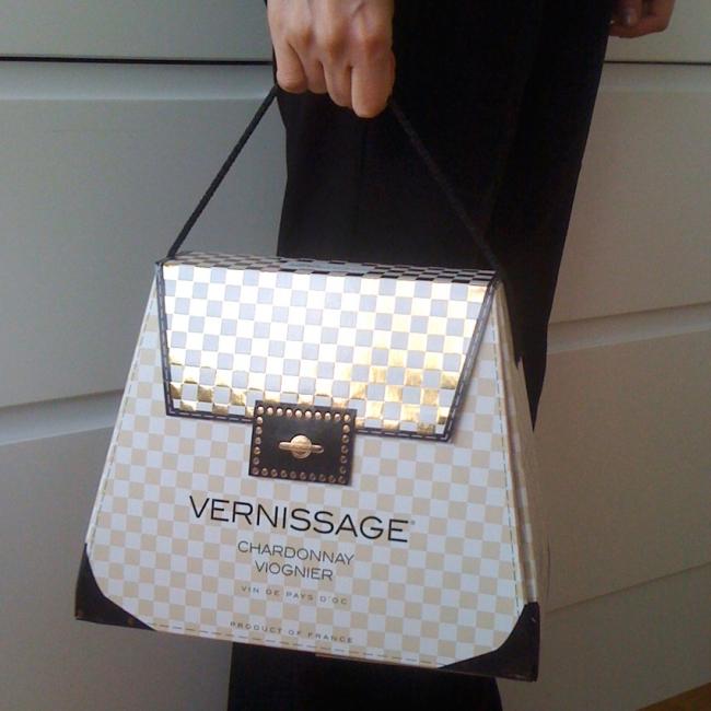 Кутия за вино Vernisage във формата на чанта.
