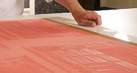 Какво да използваме за ръчно почистване на фотополимерните клишета за флексопечат
