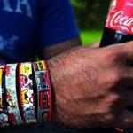 Етикет-гривна е последната иновация на Coca-Cola