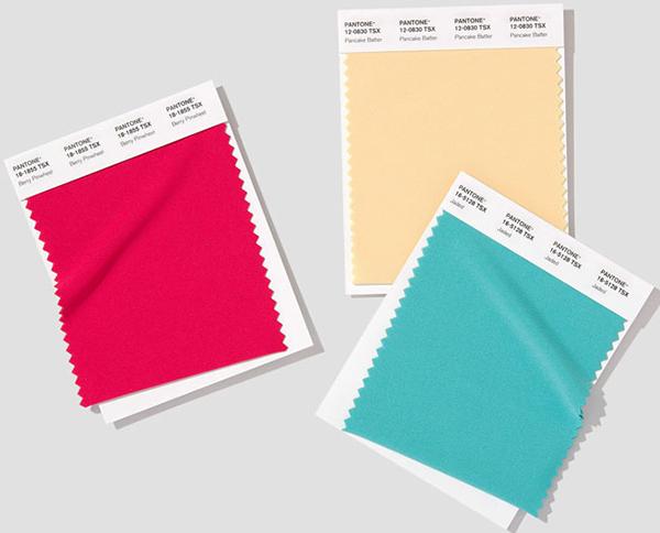 Pantone представи Polyester Swatch Book