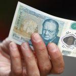 Bank of England няма да спре банкноти от £5 и £10, защото съдържат лой