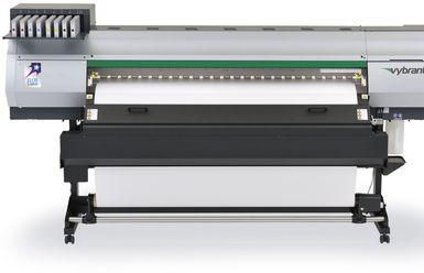Vybrant F1600 – солвентен принтер с UV сушене от Fujifilm