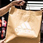 Адидас преминава изцяло на хартиени пликове за пазаруване