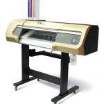 Режещо-печатащ плотер с бяло мастило и лак