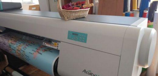 J-Point с нов широкоформатен UV хибриден принтер