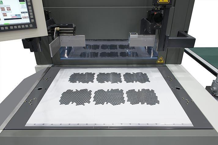 Автоматизирана система за отделяне на готова продукция след щанцоване Komori Apressia MB110E