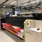 Широкоформатен UV принтер за ролни материали във Флагман