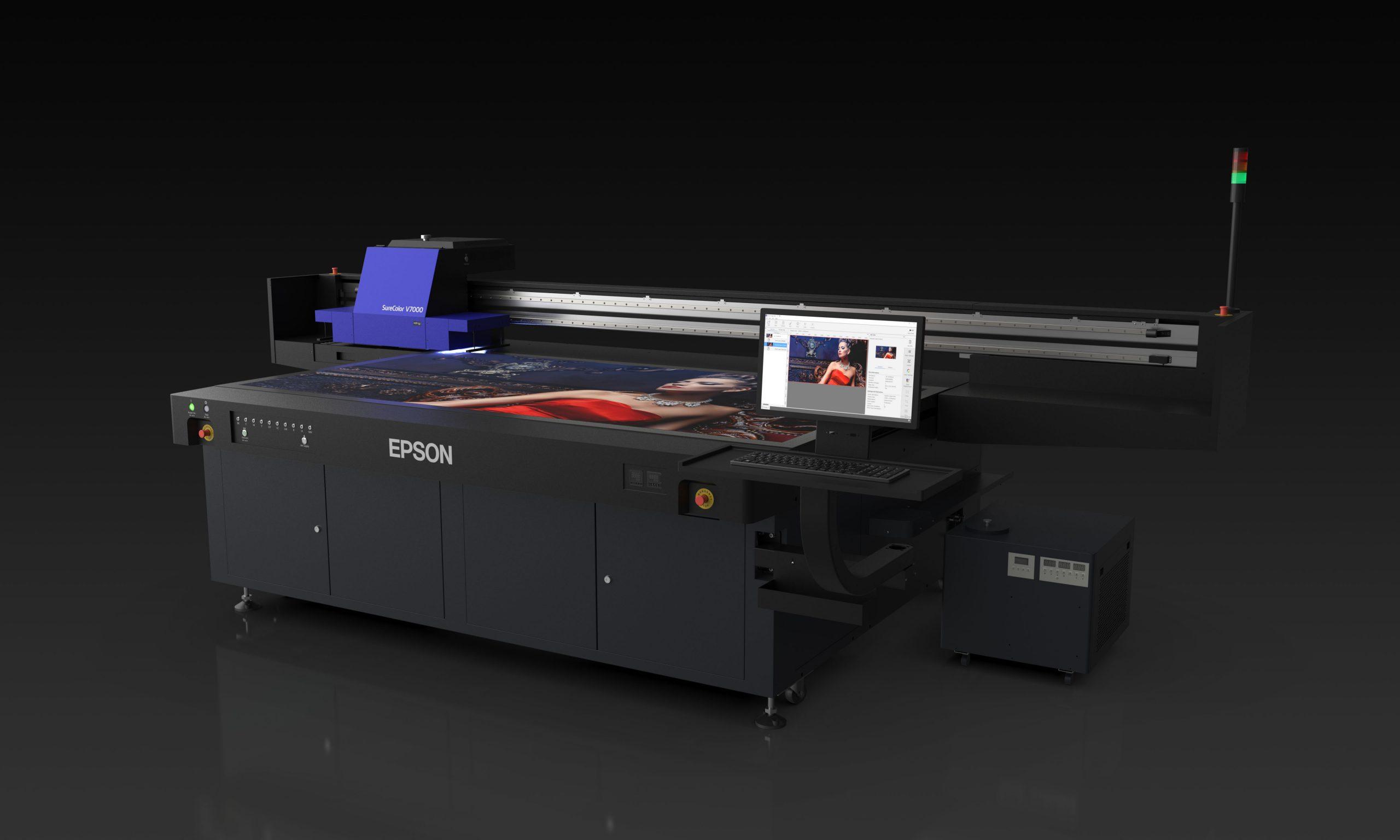 EPSON представя SureColor SC-V7000 плоскопечатен UV LED принтер